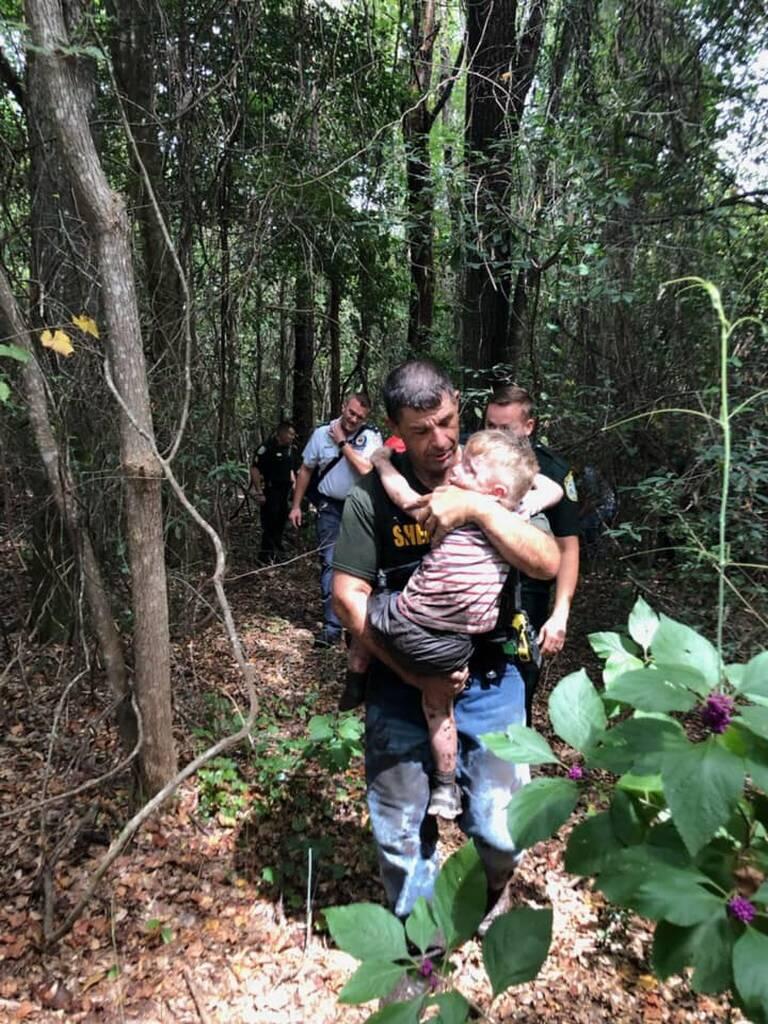 Criança autista encontrada por cão de caça