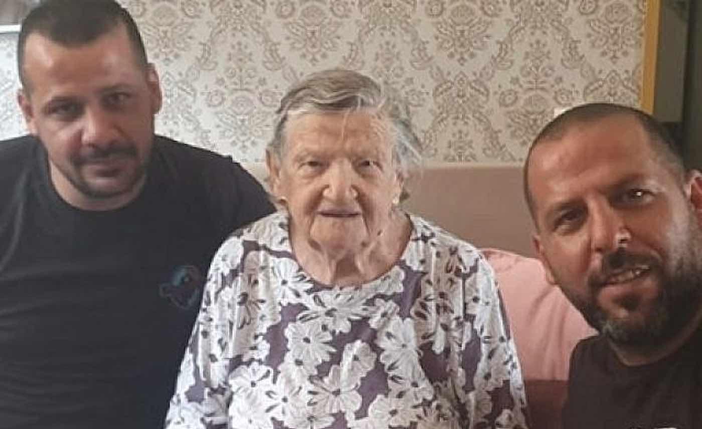 Encanadores árabes recusam cobrar idosa israelense sobrevivente Holocausto
