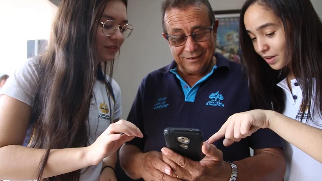 Alunos Cuiabá transformam tema redação projeto inclusão digital idosos