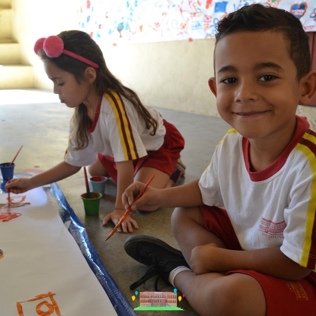 Crianças ganham material escolar, alimentos e calçados com festa promovida por ONG de Fernanda Gentil 2