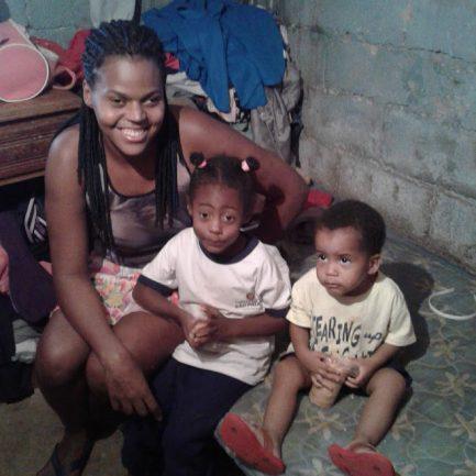 Voluntários reformam casa de família que adoecia por causa de condições precárias do imóvel 1