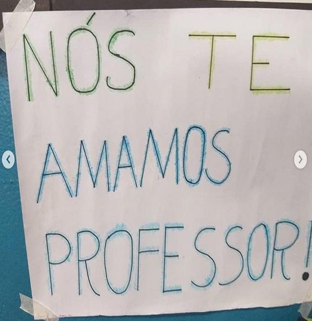 Alunos fazem festa surpresa para professor com depressão