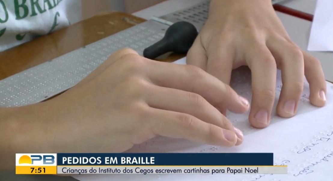 crianças Instituto dos Cegos escrevem cartas braile Papai Noel