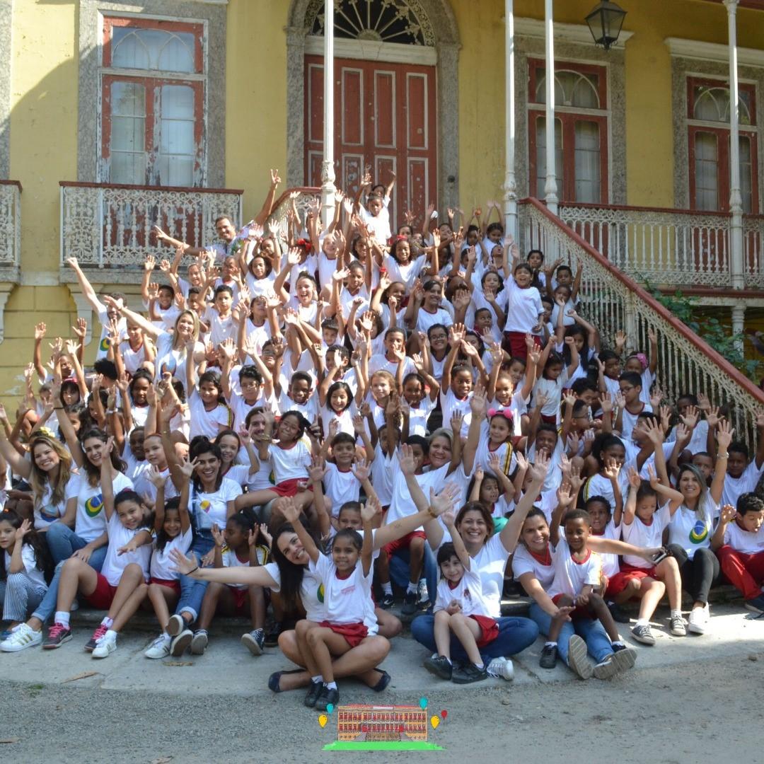 Crianças ganham material escolar, alimentos e calçados com festa promovida por ONG de Fernanda Gentil 4