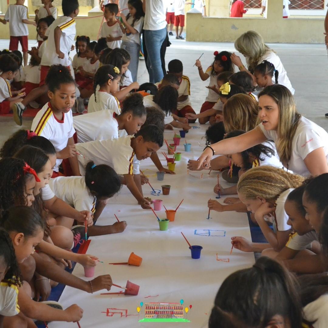 Crianças ganham material escolar, alimentos e calçados com festa promovida por ONG de Fernanda Gentil 6