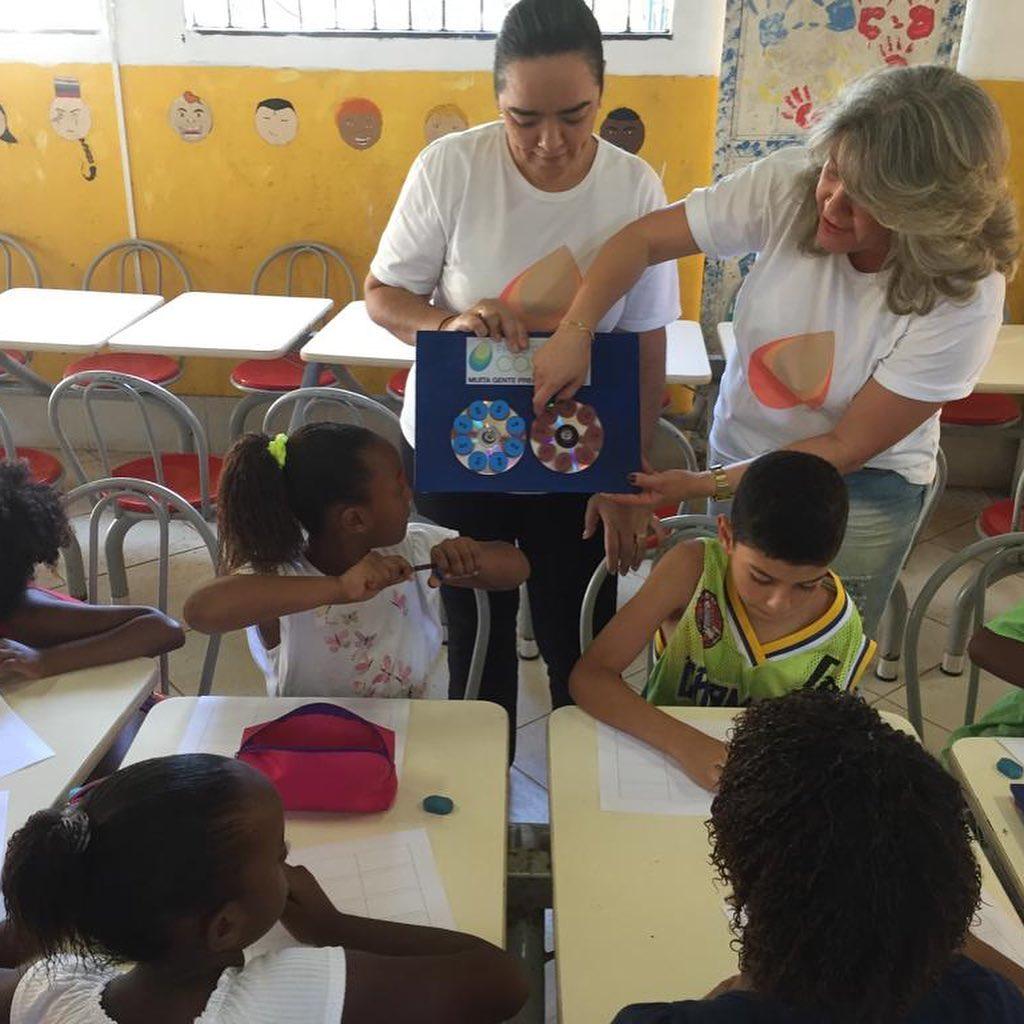 estudantes em aula do projeto Caslu A+B da Fernanda Gentil
