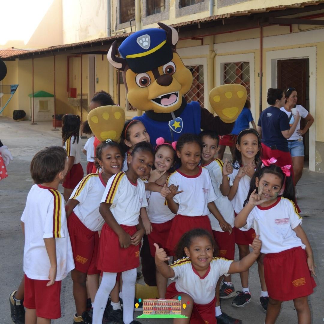 Crianças ganham material escolar, alimentos e calçados com festa promovida por ONG de Fernanda Gentil 7