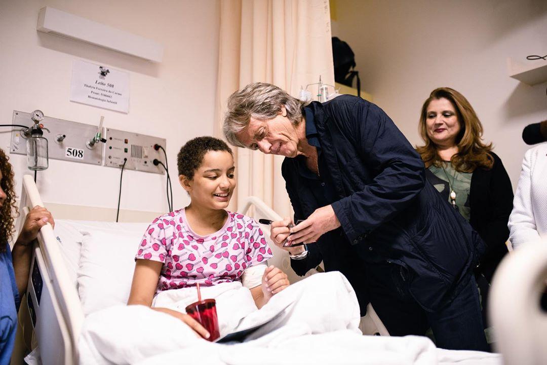 técnico flamengo jorge jesus conversa com criança com câncer
