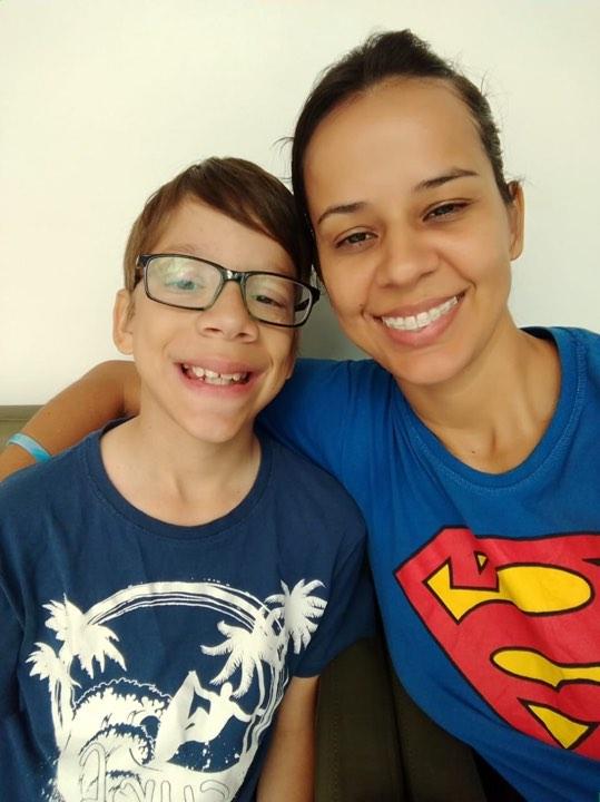 Jovem autista com doença grave sonha em ser youtuber