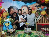 Filho gay conquista aceitação de pais evangélicos, se casa e adota sobrinho 9