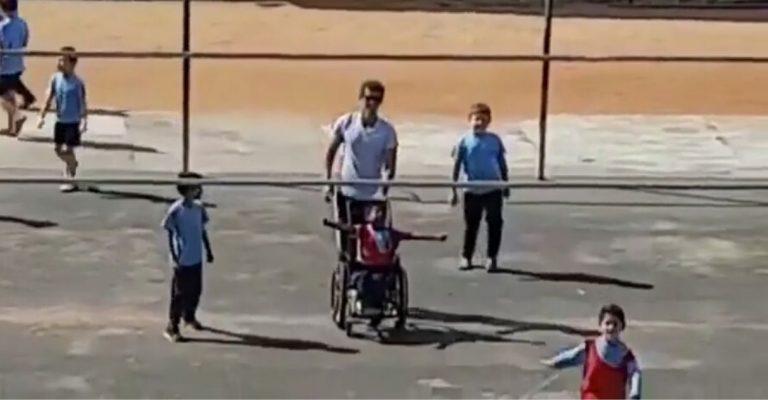 Professor inclui aluno cadeirante em partida de futebol - Ele fez até gol! 1
