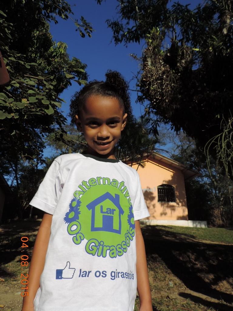 aluna de creche carente que recebe suporte da ONG Caslu A+B