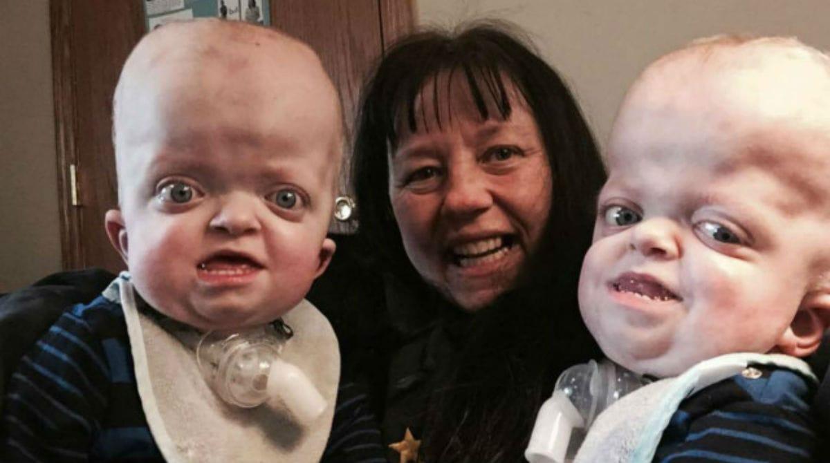 enfermeira adota bebês gêmeos abandonados hospital