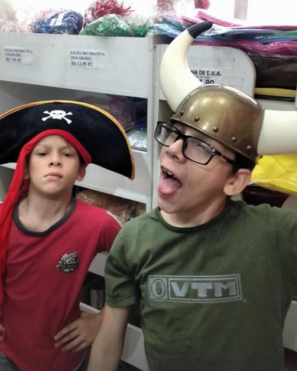 Guilhermo, o youtuber autista, e seu irmão