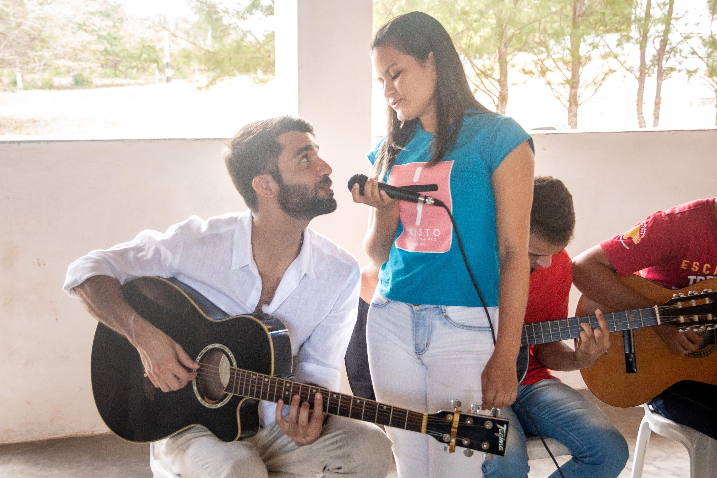 cantor silva cantando criança escola música ducoco litoral ceará