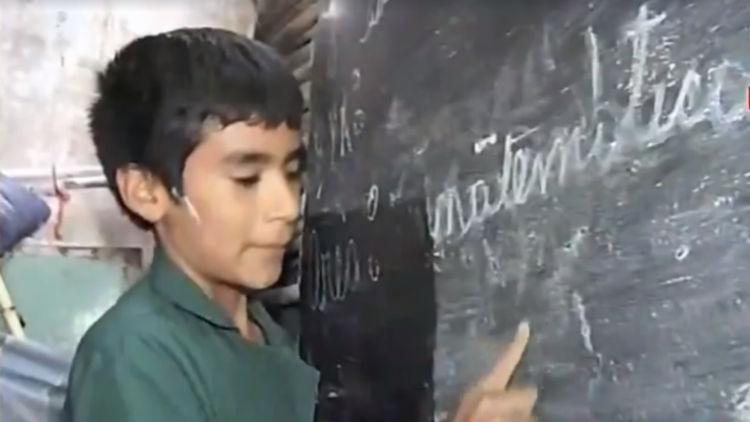 Menino funda sua própria escola crianças carentes