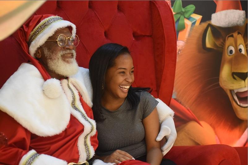 Shopping de Salvador contrata Papai Noel negro