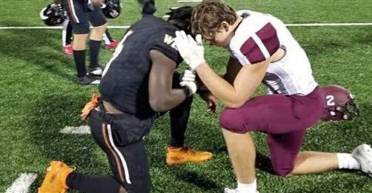 jogador futebol americano ora com rival mãe faleceu câncer