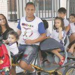 Casal capixaba larga emprego para cuidar dos 7 filhos autistas em tempo integral 4