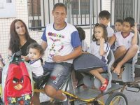 Casal capixaba larga emprego para cuidar dos 7 filhos autistas em tempo integral 14