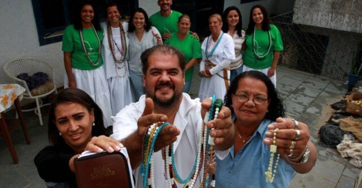 Católicos, evangélicos e espíritas se unem em terreiro para ajudar famílias necessitadas 1