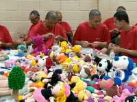 Detentos confeccionam bonecas para crianças com câncer no ES 19