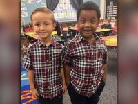 Amigos vestem o mesmo look para mostrar que são iguais 5