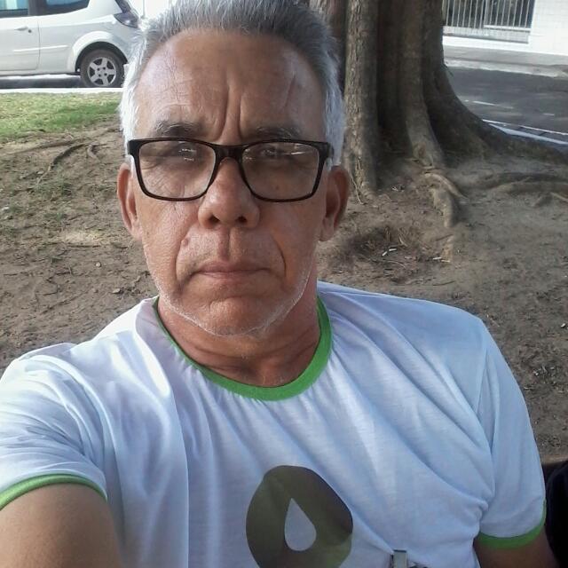 selfie de porteiro desempregado