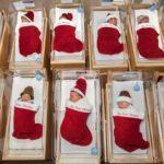 Há 50 anos, hospital manda recém-nascidos para casa em meias de Natal 3