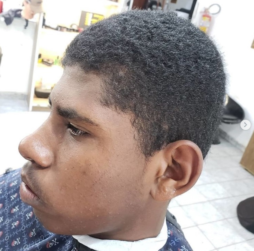Jovem corte de cabelo entrevista de emprego contratado