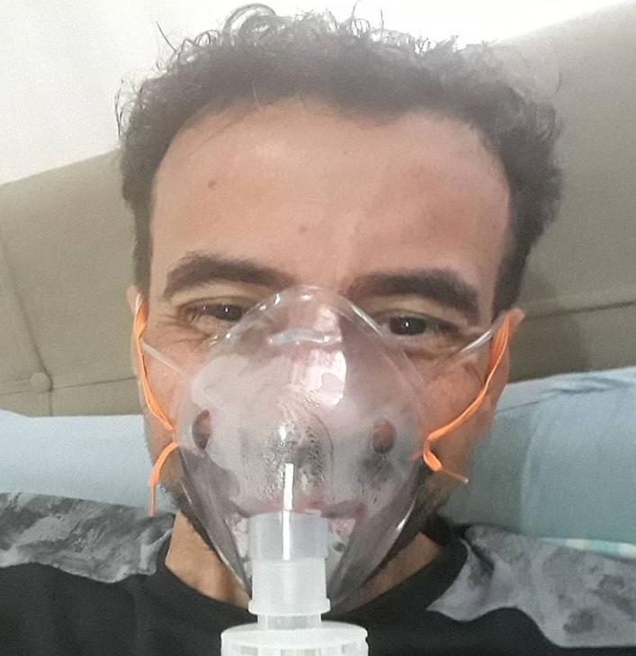 Pai câncer raro deixa hospital para ver apresentação TCC filha
