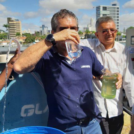 Máquina purifica até 2.700 litros de água poluída por hora 1