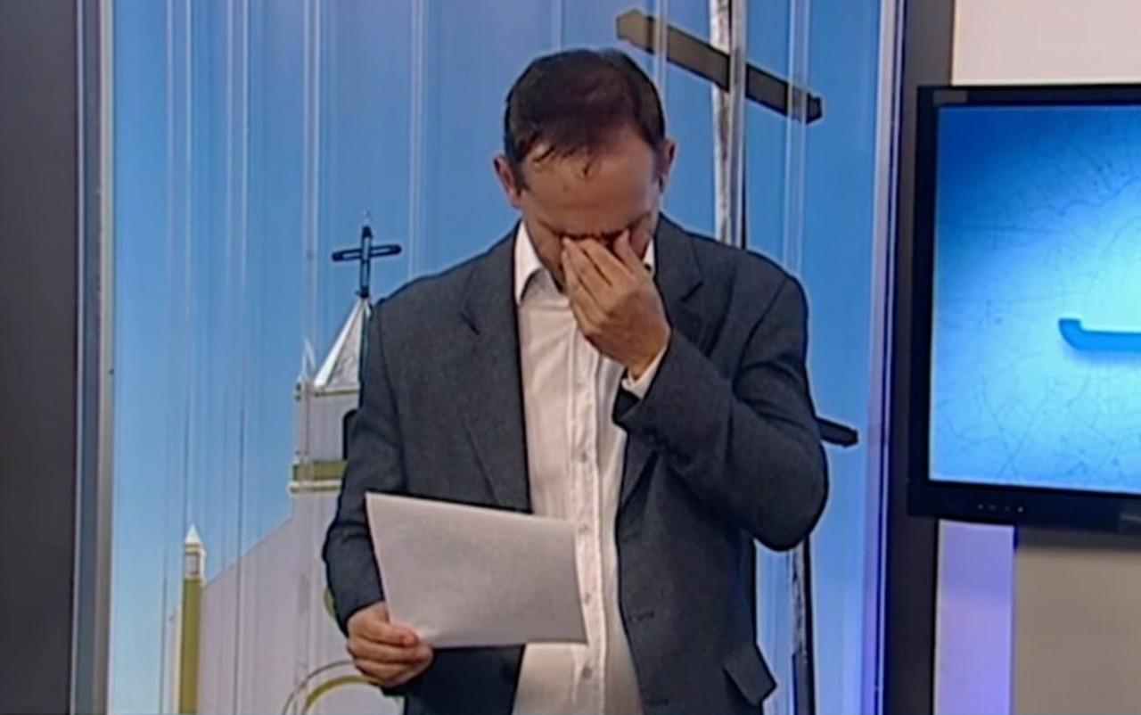 Apresentador chora ler pedido criança de natal papai noel