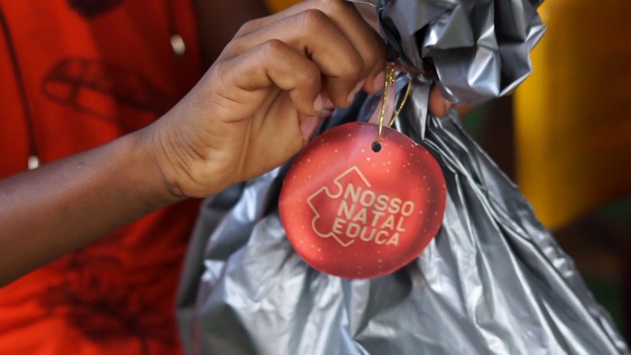 'Nosso Natal Educa' entrega kits escolares a crianças e adolescentes carentes 3