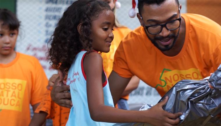 'Nosso Natal Educa' entrega kits escolares a crianças e adolescentes carentes 1