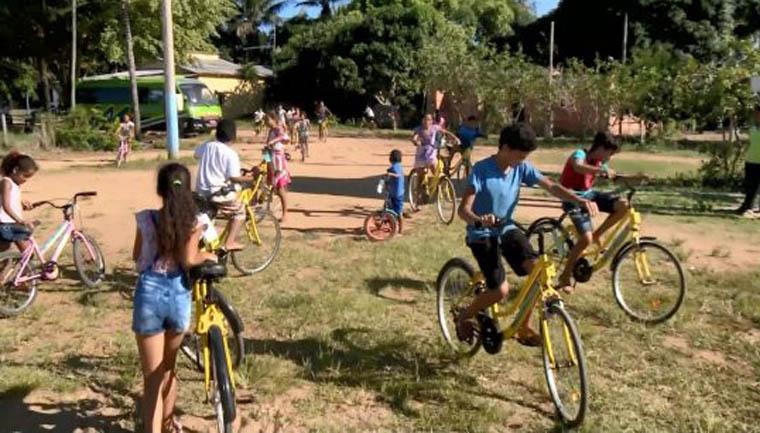 Menina de 13 anos arrecada 150 bicicletas para crianças de Linhares (ES) 2