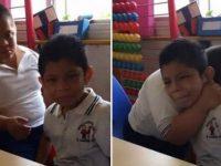 Em vídeo viral, menino com síndrome de Down conforta coleguinha autista; assista! 4