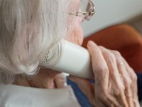 Idosa liga para número errado e atendente a ajuda cancelar consulta médica 9
