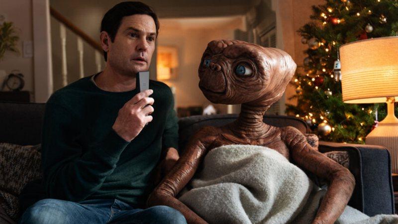 reunião ET o extraterrestre e elliot comercial natal
