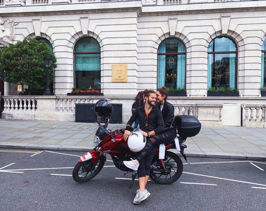 Dona de confeitaria realiza surpresa de cliente de Londres para namorado no Rio 2