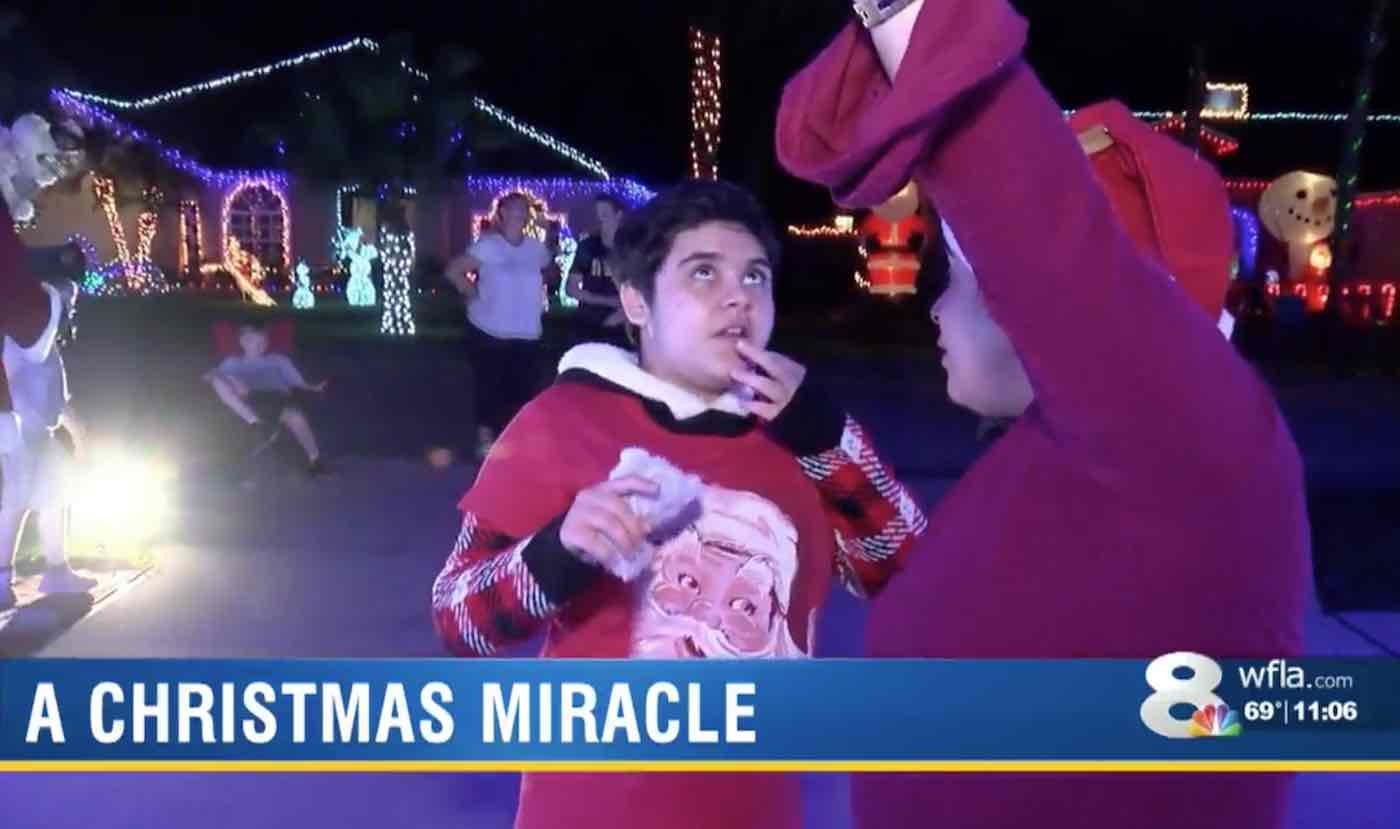 Show de luzes natalinas inspira menina autista não-verbal a falar