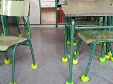 escola bolas de tênis cadeiras antirruído criança autista