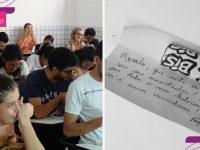 Professor entrega mensagens para alunos antes do TCC