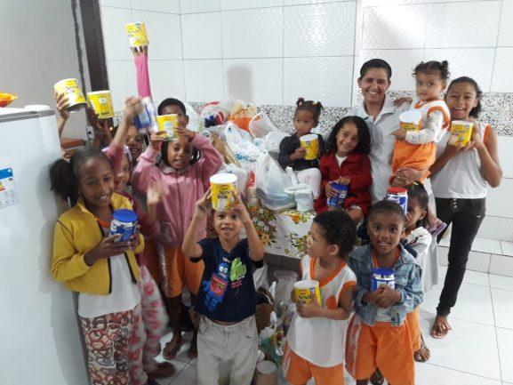Crianças e idosos recebem donativos de show beneficente de Wanessa Camargo