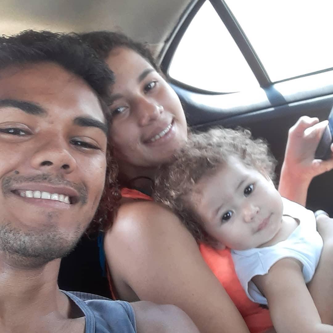 bikeboy com a esposa e filho