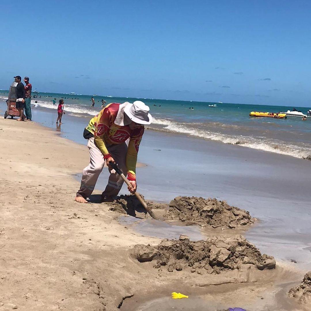 Picolezeiro cava piscinas crianças brincar praia
