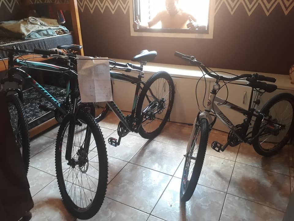 bicicletas que o pai comprou para os filhos