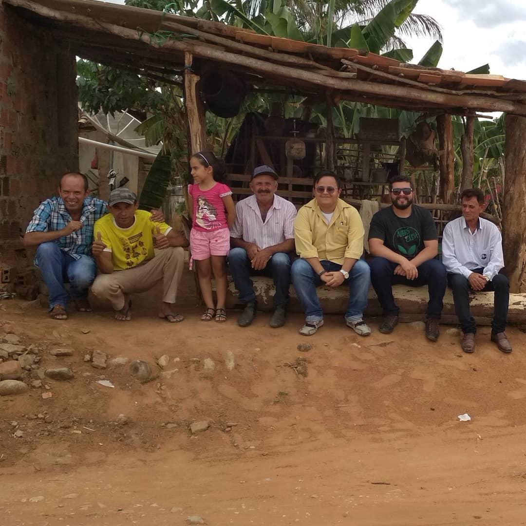 moradores e idealizadores do projeto biblioteca rural no interior da Bahia