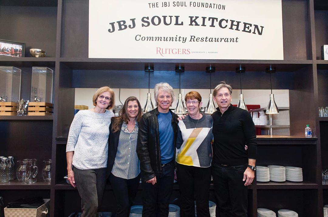 Bon Jovi abre restaurante estudantes baixa renda