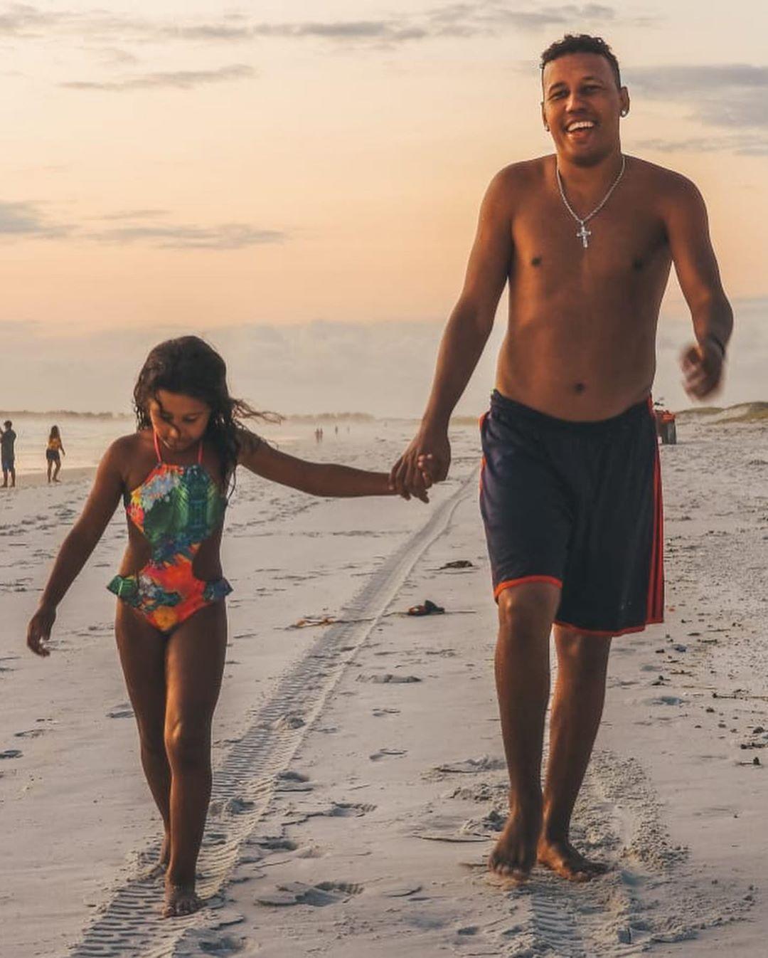 pai e filha passeio de barco ganham passeio arraial do cabo
